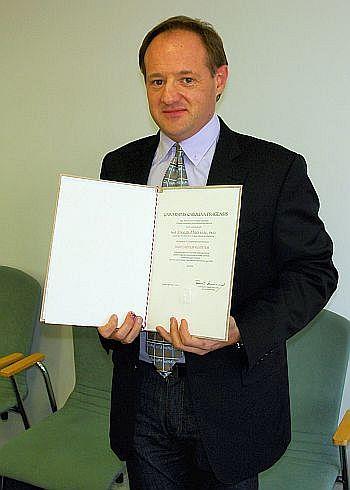 Profesor Manuel Miró patří k dlouholetým spolupracovníkům Farmaceutické fakulty UK v Hradci Králové