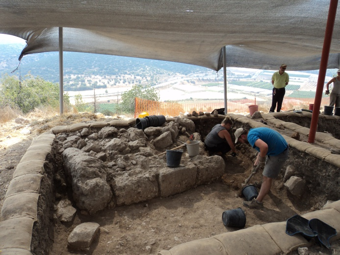 Students uncover history in new archaeological locations